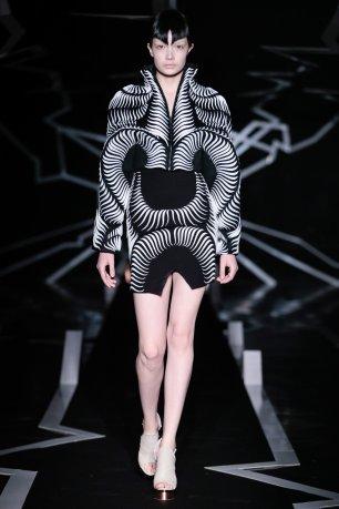 iris-van-herpen-ss17-couture-fashion-design_dezeen_2364_col_8